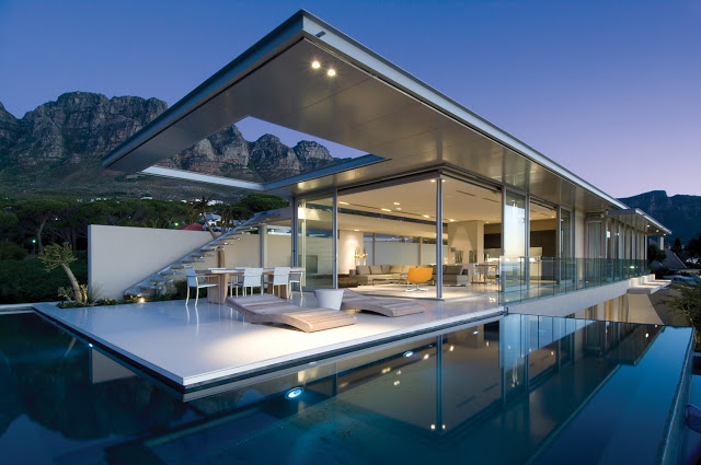 First Crescent, Camps Bay. Source: travelandtradesouthafrica.com