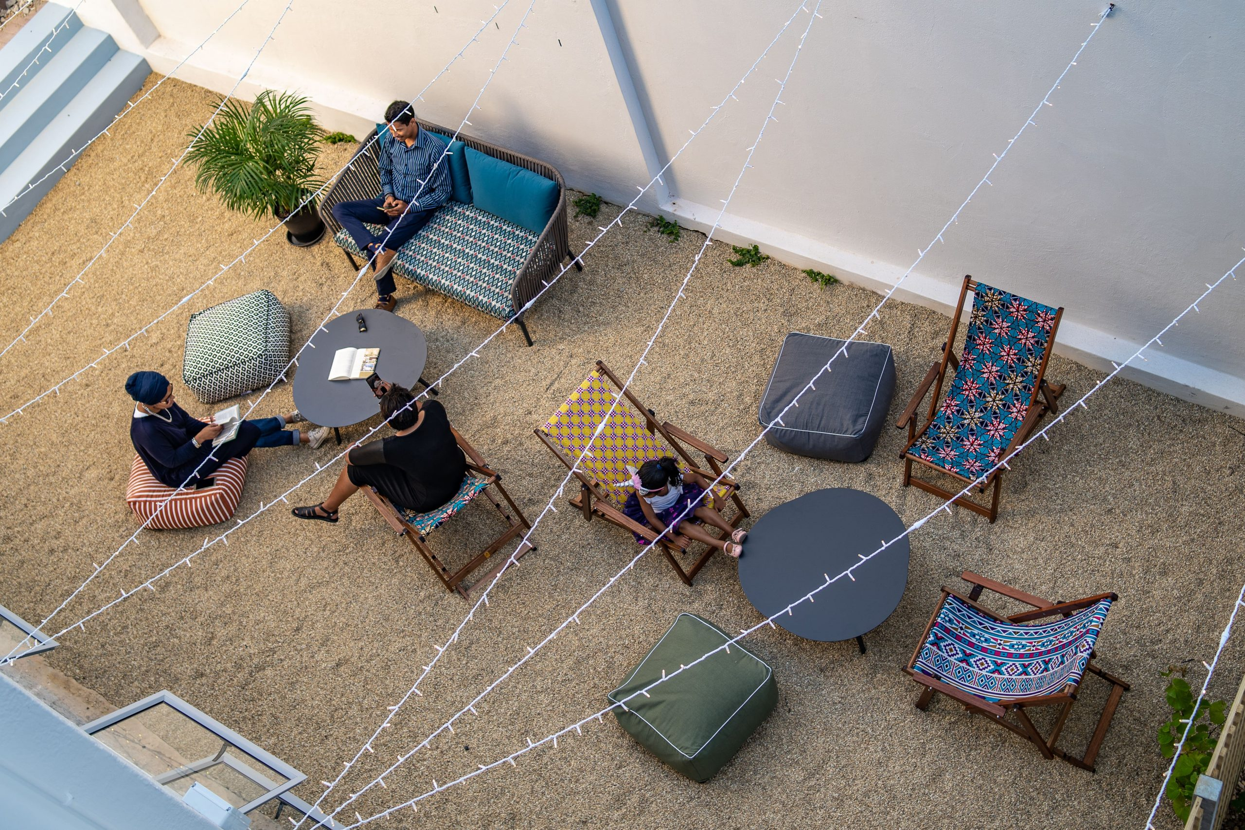outdoor lounge curiocity backpackers hotel cape town