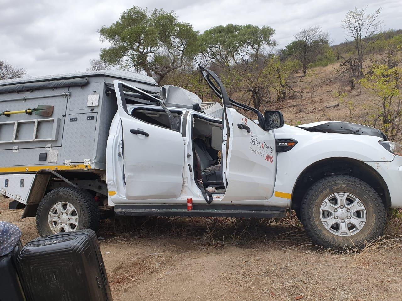 safari vehicle kruger park south africa giraffe accident