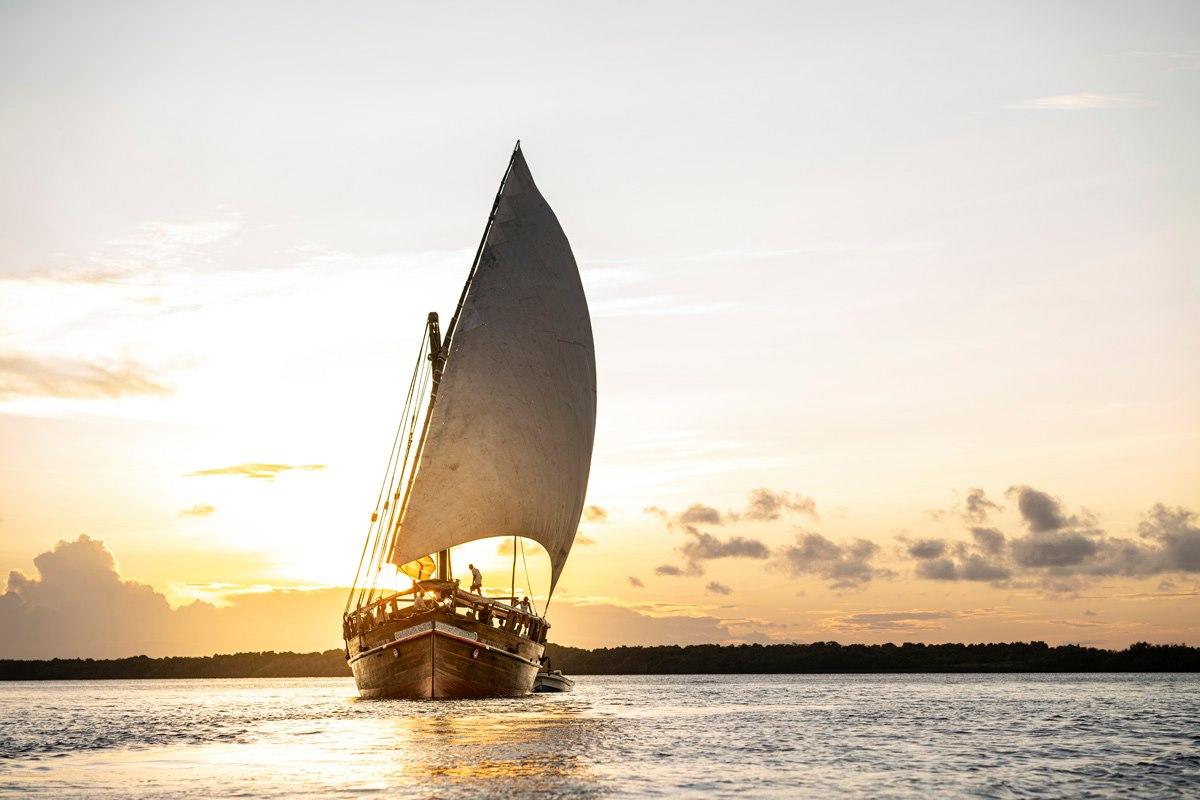enasoit tusatiri dhow lamu kenya travel boat