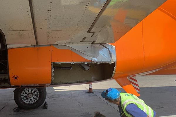 mango airlines missing panel boeing 737 south africa