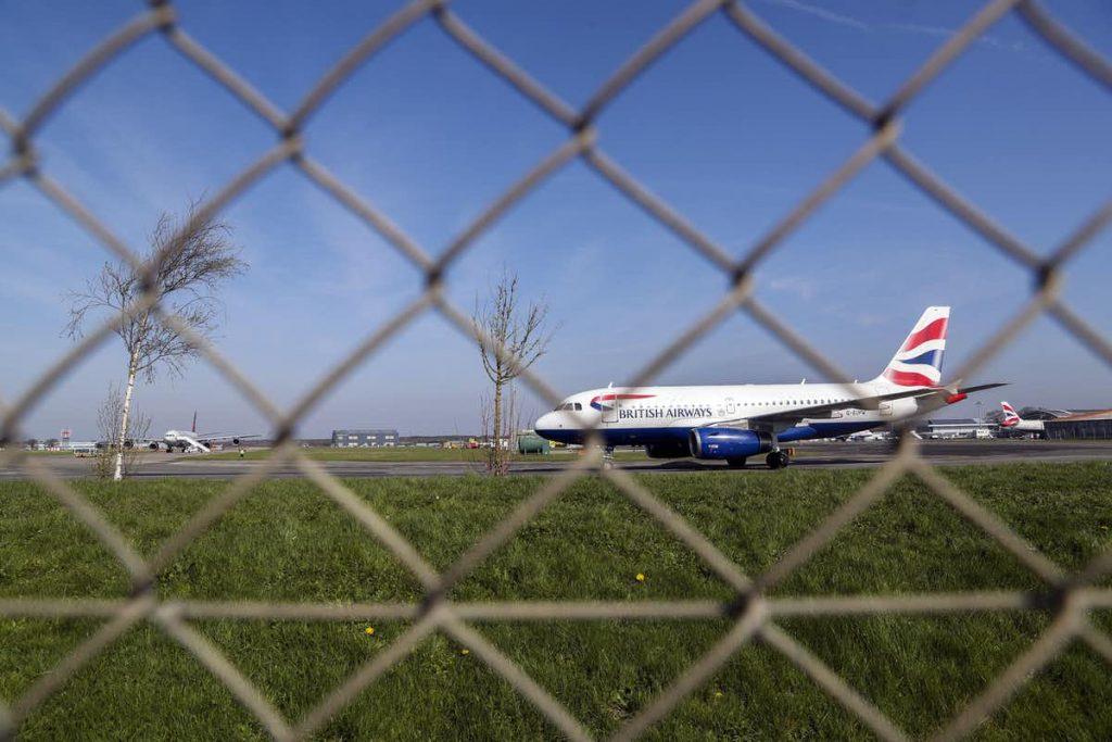 airplane british airways landing